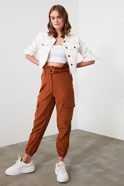 TRENDYOLMİLLA Kahverengi Kemerli Cep Detaylı Pantolon TWOAW21PL0258