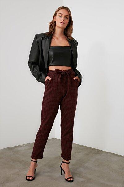 TRENDYOLMİLLA Bordo Bağlama Detaylı Örme Pantolon TWOAW21PL0490