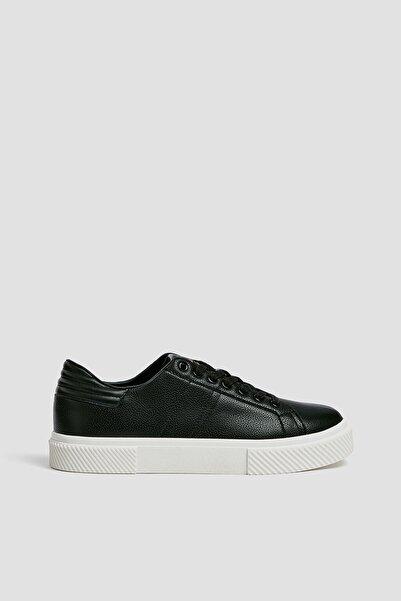 Pull & Bear Kadın Siyah Kapitone Detaylı Spor Ayakkabı 11228640