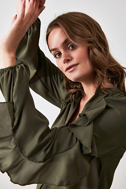 TRENDYOLMİLLA Yeşil Fırfırlı Gömlek TWOAW21GO0521
