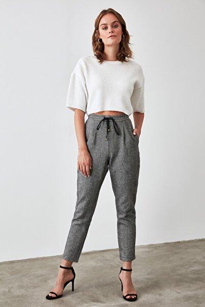 TRENDYOLMİLLA Siyah Bağlama Detaylı Pantolon TWOAW21PL0330