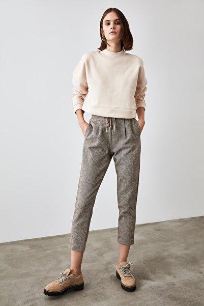 TRENDYOLMİLLA Kahverengi Bağlama Detaylı Pantolon TWOAW21PL0330