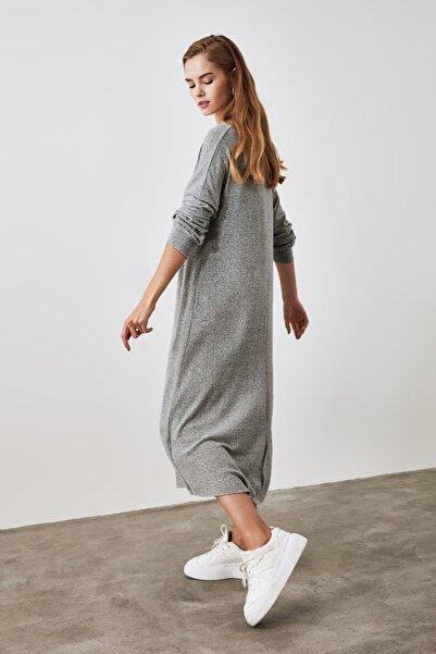 TRENDYOLMİLLA Gri Fake Triko Maxi Örme Elbise TWOAW21EL1685
