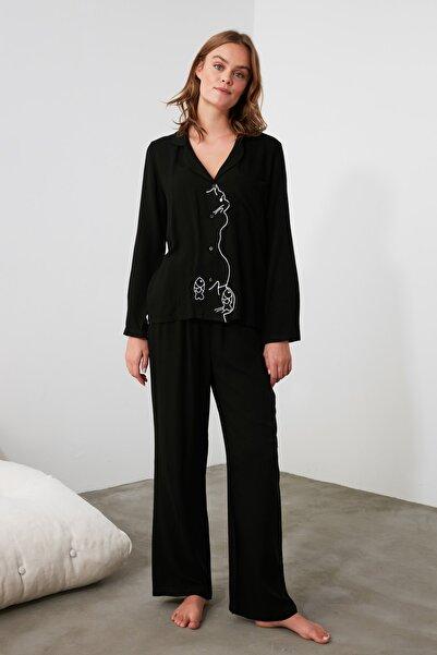 TRENDYOLMİLLA Siyah Nakışlı Dokuma Pijama Takımı THMAW21PT0380