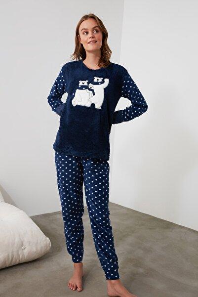 TRENDYOLMİLLA Lacivert Nakışlı Wellsoft Pijama Takımı THMAW21PT0665