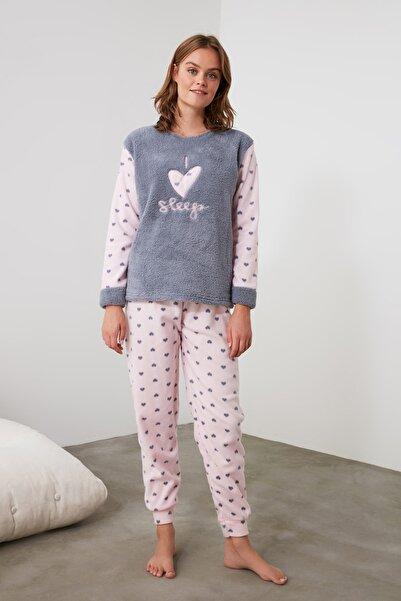 TRENDYOLMİLLA Gri Nakışlı Wellsoft Pijama Takımı THMAW21PT0652