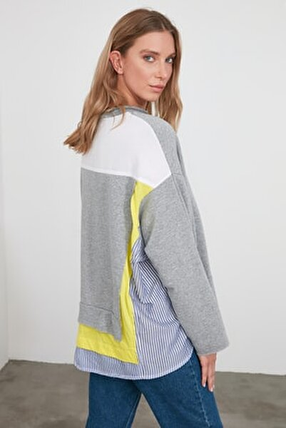 Gri Renk Bloklu Salaş Örme Sweatshirt TWOSS20SW0087