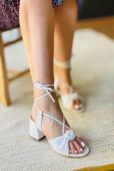 Beyaz Deri Bağıcıklı Topuklu Ayakkabı