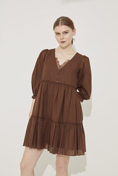 adL Kadın Kahve Dantel Detaylı V Yaka Pamuk Elbise