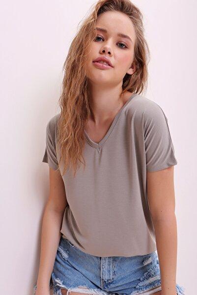 Trend Alaçatı Stili Kadın Taş V Yaka Basıc T-Shırt ALC-1045-A