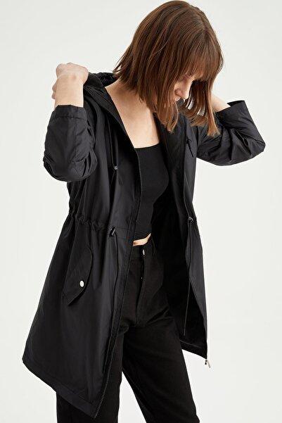 DeFacto Kadın Siyah Kapüşonlu Beli Büzgülü Relax Fit Yağmurluk