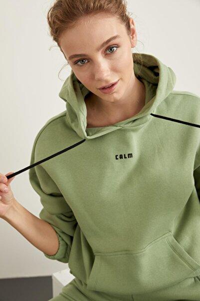 DeFacto Içi Yumuşak Tüylü Kapüşonlu Baskılı Crop Sweatshirt