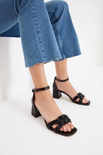 TRENDYOL SHOES Siyah Bilekten Bağlamalı Kadın Klasik Topuklu Ayakkabı TAKSS21TO0080