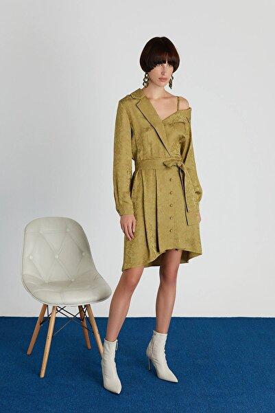 rue. Asimetrik Omuzlu Kuşaklı Yeşil Mini Elbise