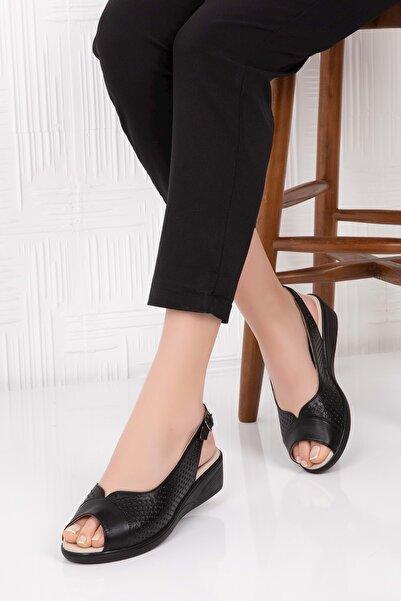 Gondol Kadın Siyah Hakiki Deri Tokalı Sandalet 41 Vdt.463