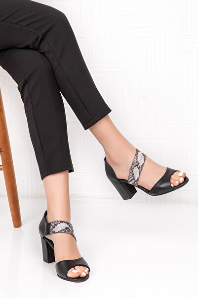 Gondol Kadın Siyah Yılan Görünüm Detaylı Topuklu Ayakkabı