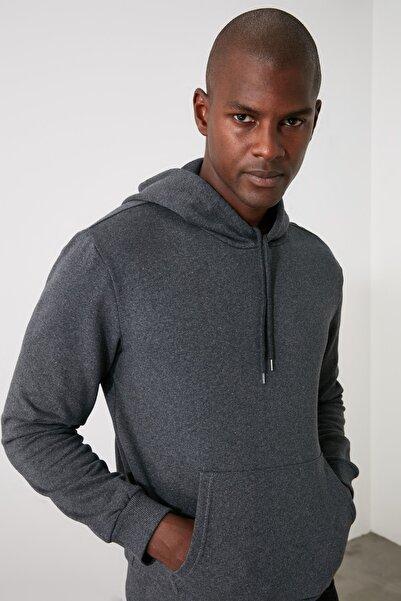 TRENDYOL MAN Antrasit Erkek Kapüşonlu Regular Fit  Sweatshirt TMNAW21SW1207