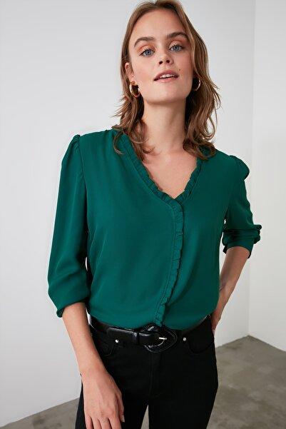 TRENDYOLMİLLA Zümrüt Yeşili Yaka Detaylı Gömlek TWOAW21GO0003