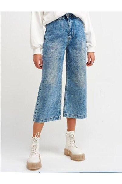 İpekçe  Kadın Önü Flatolu Kısa Pantolon
