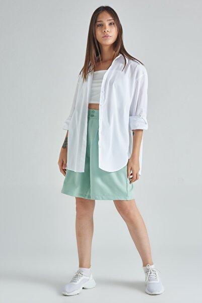 Maji Kadın Beyaz Pamuklu Oversize Dik Yaka Uzun Kollu Yırtmaç Etekli Gömlek