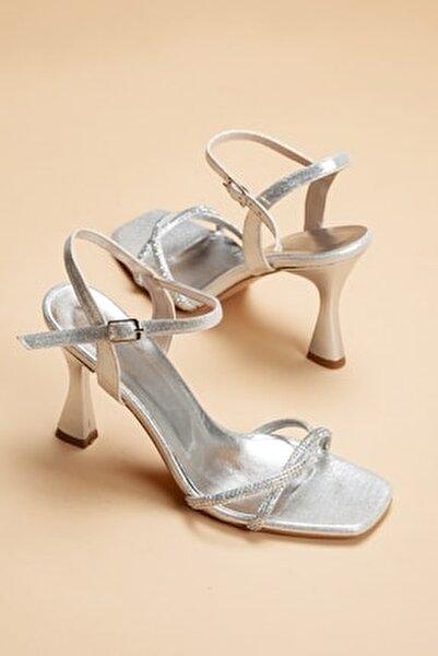 Kadın Gümüş Sedef İnce Topuklu Yazlık Taş İşlemeli Ayakkabı Zerafet
