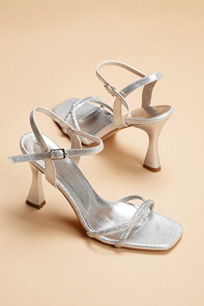 GULT Kadın Gümüş Sedef İnce Topuklu Yazlık Taş İşlemeli Ayakkabı Zerafet