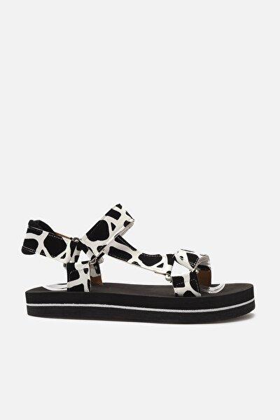 TRENDYOL SHOES Siyah İnek Desenli Kadın Sandalet TAKSS21SD0028