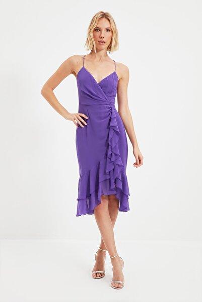 TRENDYOLMİLLA Açık Mor Kruvaze Yaka Volanlı Elbise TPRSS21EL0143
