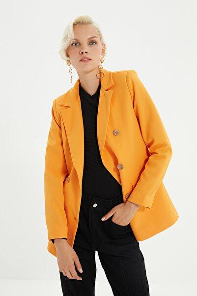 TRENDYOLMİLLA Turuncu Düğmeli Ve Cep Detaylı Blazer Ceket TWOSS21CE0012