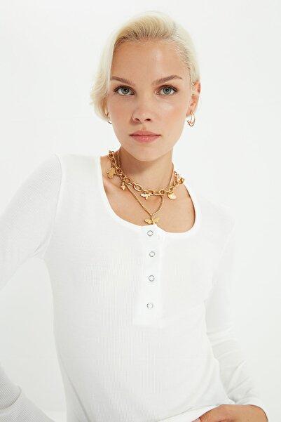 TRENDYOLMİLLA Ekru Yakası Çıtçıtlı Fitilli Örme Bluz TWOSS20BZ0683