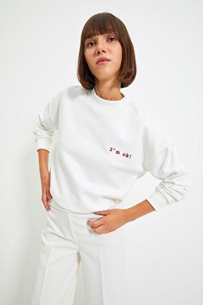 TRENDYOLMİLLA Ekru Nakışlı Basic Örme Şardonlu Sweatshirt TWOAW21SW1061