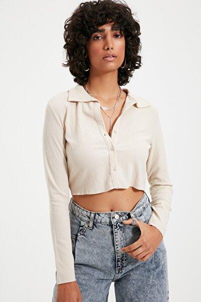 TRENDYOLMİLLA Taş Düğmeli Polo Yaka Bürümcük Crop Örme Bluz TWOAW22BZ0241