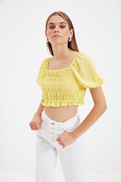 TRENDYOLMİLLA Sarı Omuz Detaylı Bluz TWOSS20BZ1140