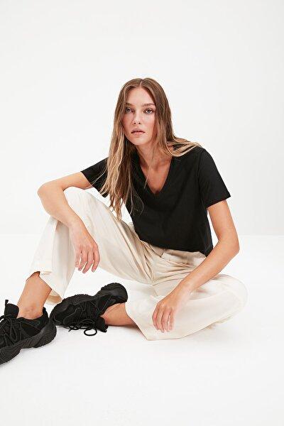 TRENDYOLMİLLA Siyah %100 Pamuk V Yaka Basic Örme T-Shirt TWOSS20TS0129