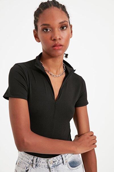 TRENDYOLMİLLA Siyah Fermuarlı Dik Yaka Çıtçıtlı Örme Body TWOAW21BD0009