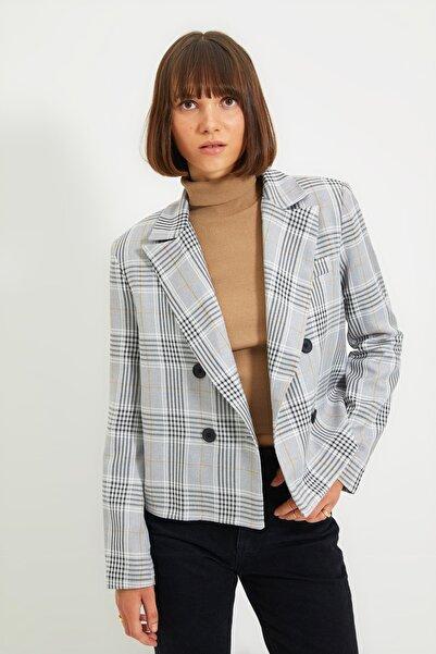 TRENDYOLMİLLA Gri Düğme Detaylı Blazer Ceket TWOAW22CE0173