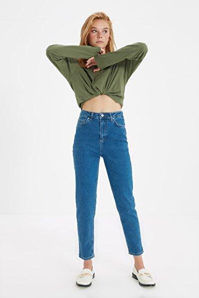 TRENDYOLMİLLA Koyu Mavi Yüksek Bel Comfort Mom Jeans TWOAW22JE0369