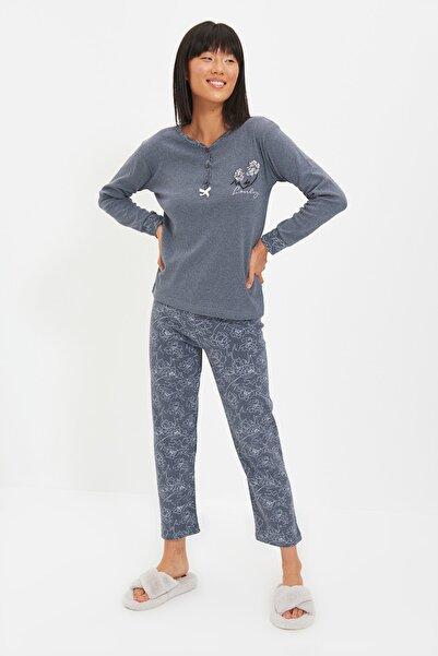 TRENDYOLMİLLA Gri Örme Pijama Takımı THMAW22PT0394