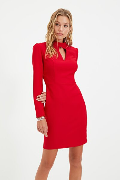 TRENDYOLMİLLA Kırmızı Yaka Detaylı Elbise TWOAW22EL0393