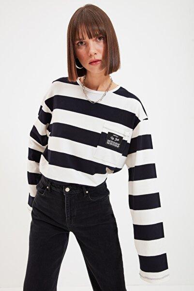 TRENDYOLMİLLA Lacivert Cebi Patch Detaylı Çizgili Örme Bluz TWOAW22BZ0162