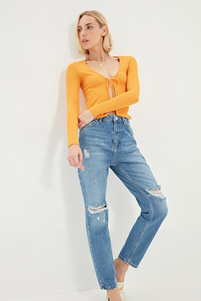 TRENDYOLMİLLA Mavi Yırtık Detaylı Yüksek Bel Mom Jeans TWOSS21JE0388
