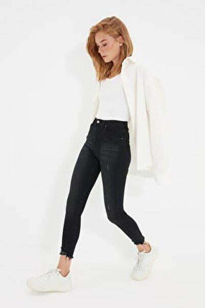 Siyah Yırtık Detaylı Yüksek Bel Skinny Jeans TWOSS20JE0299