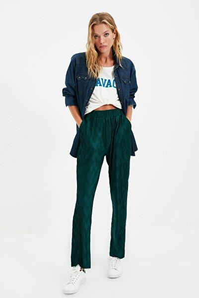 TRENDYOLMİLLA Yeşil Pliseli Örme Pantolon TWOAW22PL0293
