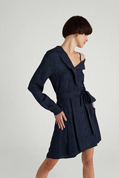 rue. Asimetrik Omuzlu Kuşaklı Lacivert Mini Elbise
