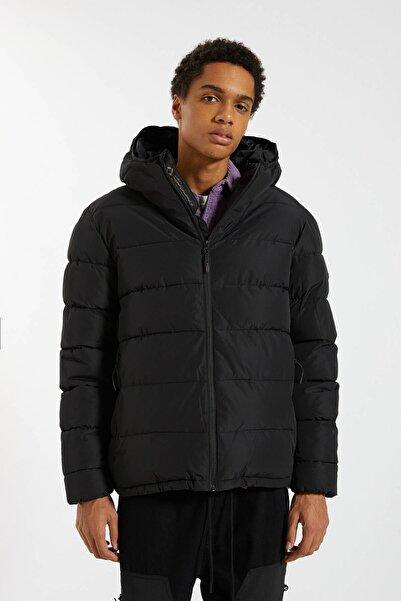 Pull & Bear Erkek Siyah Hafif Şişme Mont 09710527