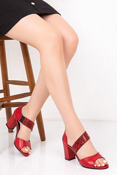 Gondol Kadın Kırmızı Hakiki Deri Yılan Görünüm Topuklu Ayakkabı