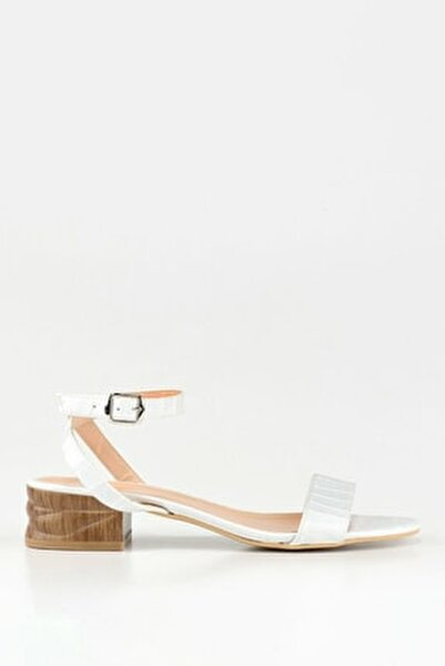 Beyaz Kadın Düz Sandalet