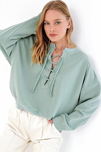 Trend Alaçatı Stili Kadın Çağla Yeşili Önü Bağcıklı Oversıze Sweatshırt MDA-1029