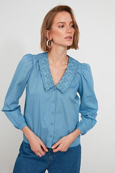 TRENDYOLMİLLA Mavi Yaka Detaylı Gömlek TWOAW21GO0005