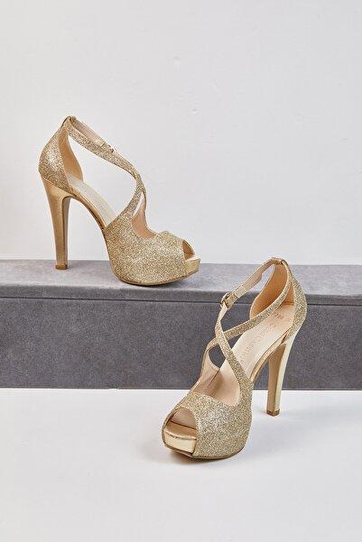 Oleg Cassini Kadın Altın Rengi Tek Bantlı Abiye Ayakkabı GRACE